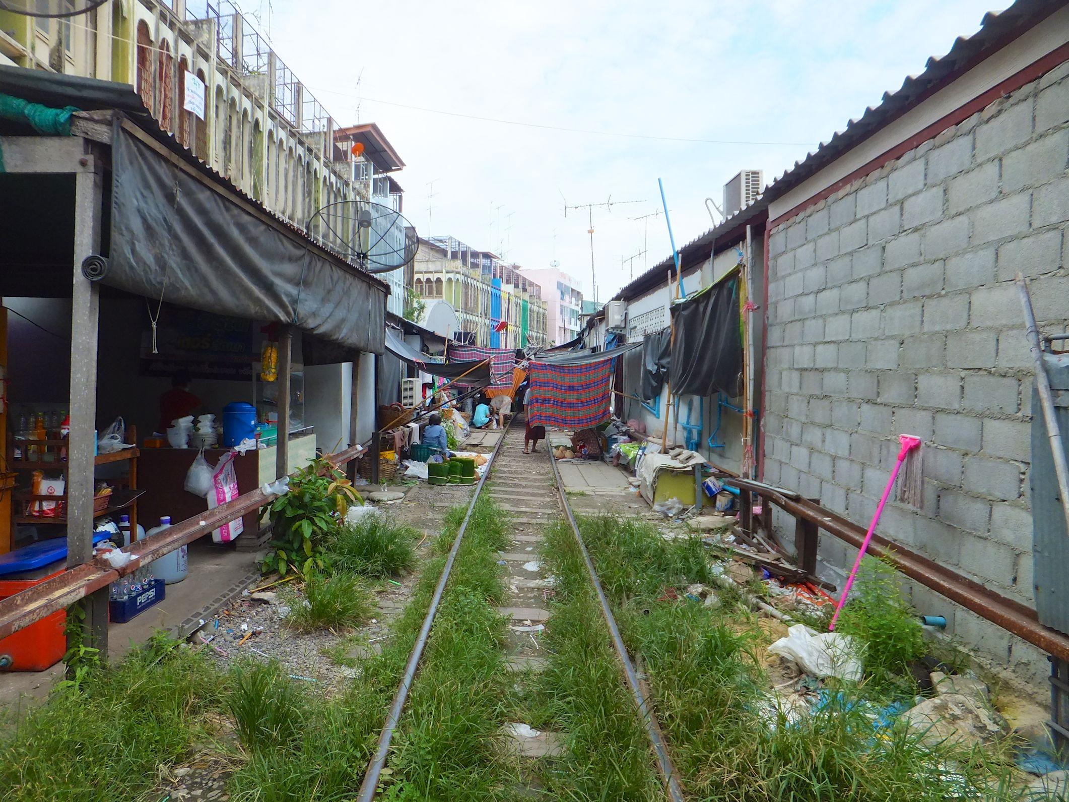 Samut Songkhram Mae Klong Railway Market