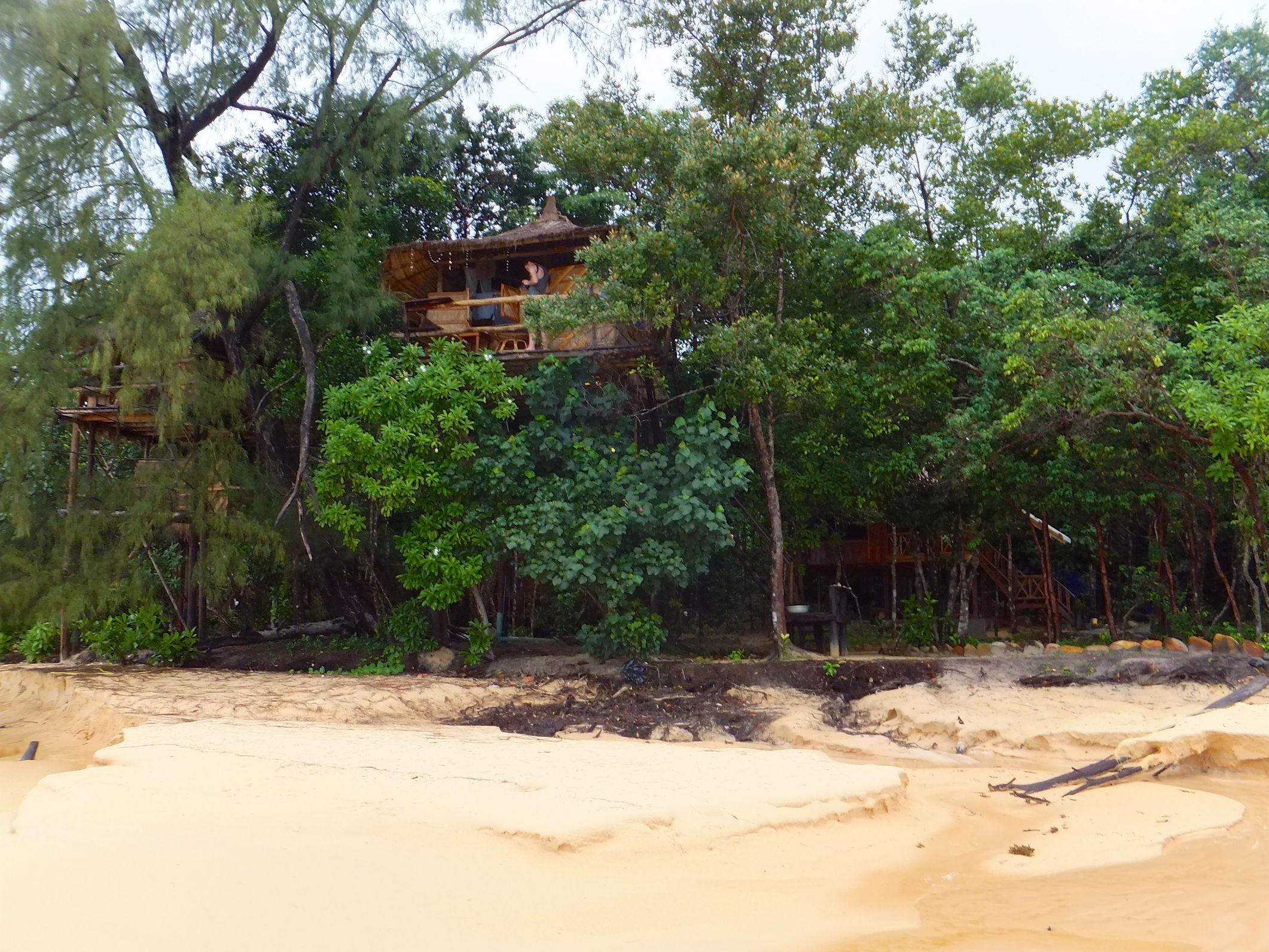 Baumhauser direkt am Strand auf Koh Rong