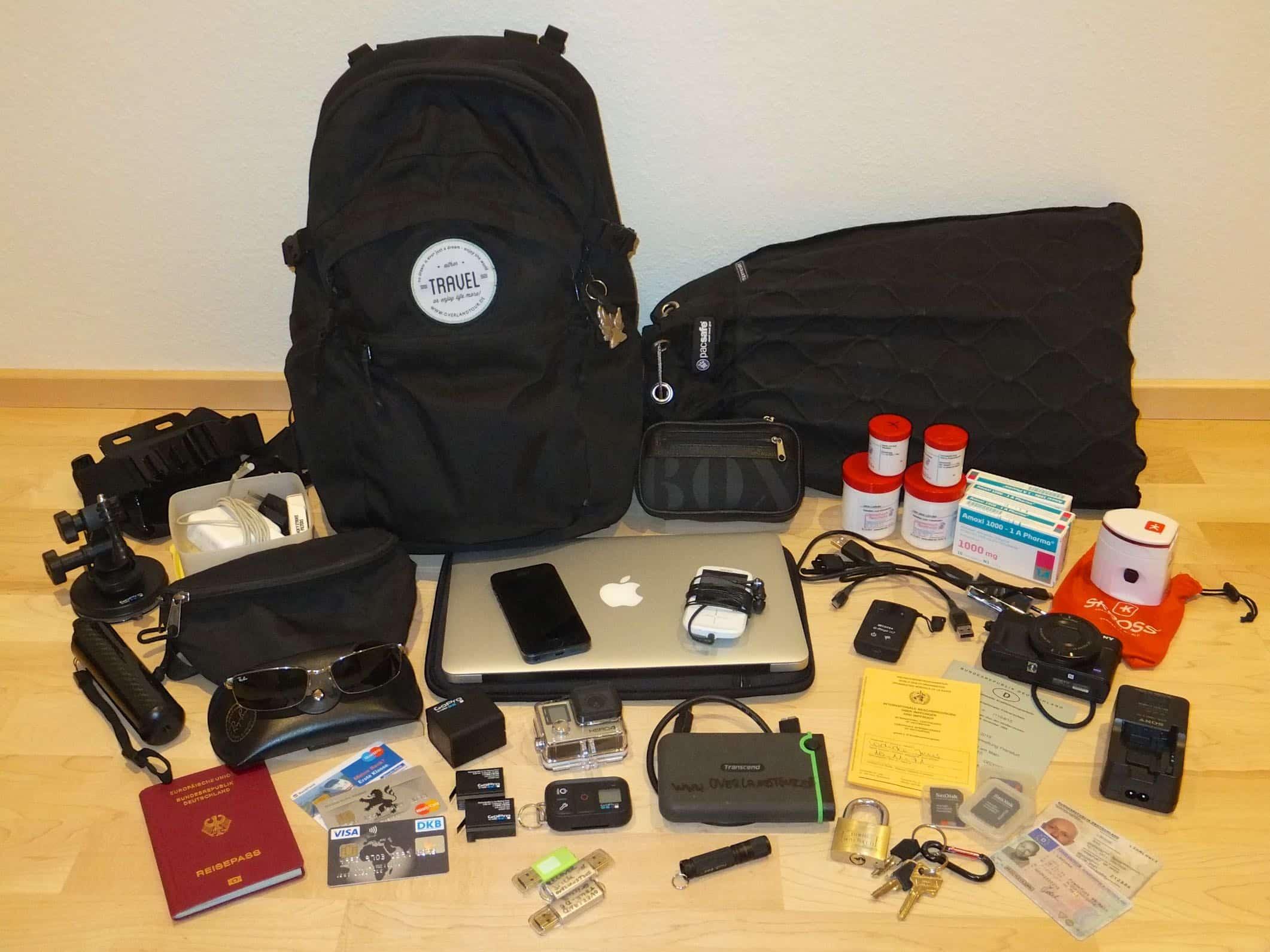 Daypack und PacSafe mit seinem Inhalt