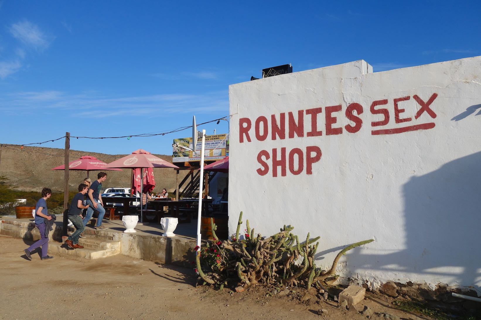 Ronnies Sex Shop - Restaurant on the Route 62