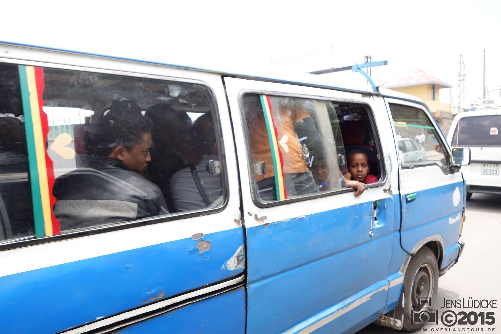 Angekommen in Addis Abeba und weiter geht es mit dem Minibus