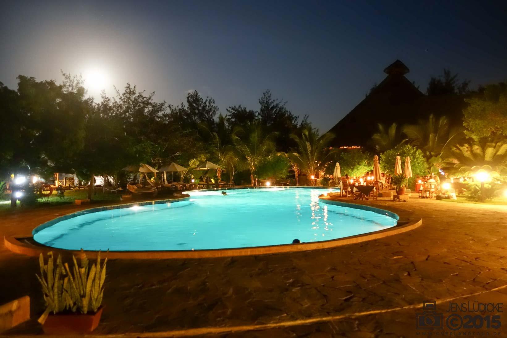 Ein Traum Abends – Abends am Pool gibt es das Barbecue