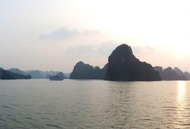 ha_long_bay_vietnam_043