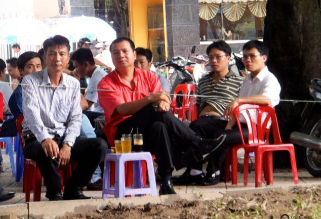 """Das Zwitschern am See """"Thien Quang Lake"""" in Hanoi"""