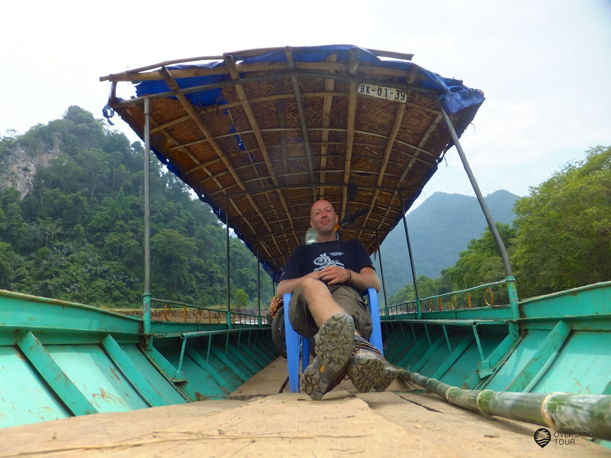 Auf dem Boot über den Lake Ba Be