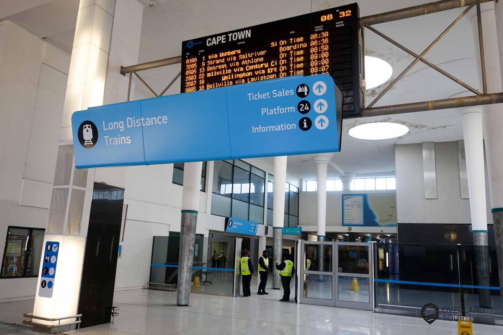Der Bahnhof von Kapstadt – Am Gleis 24 befindet sich der Schalter des Shosholoza Meyl Train
