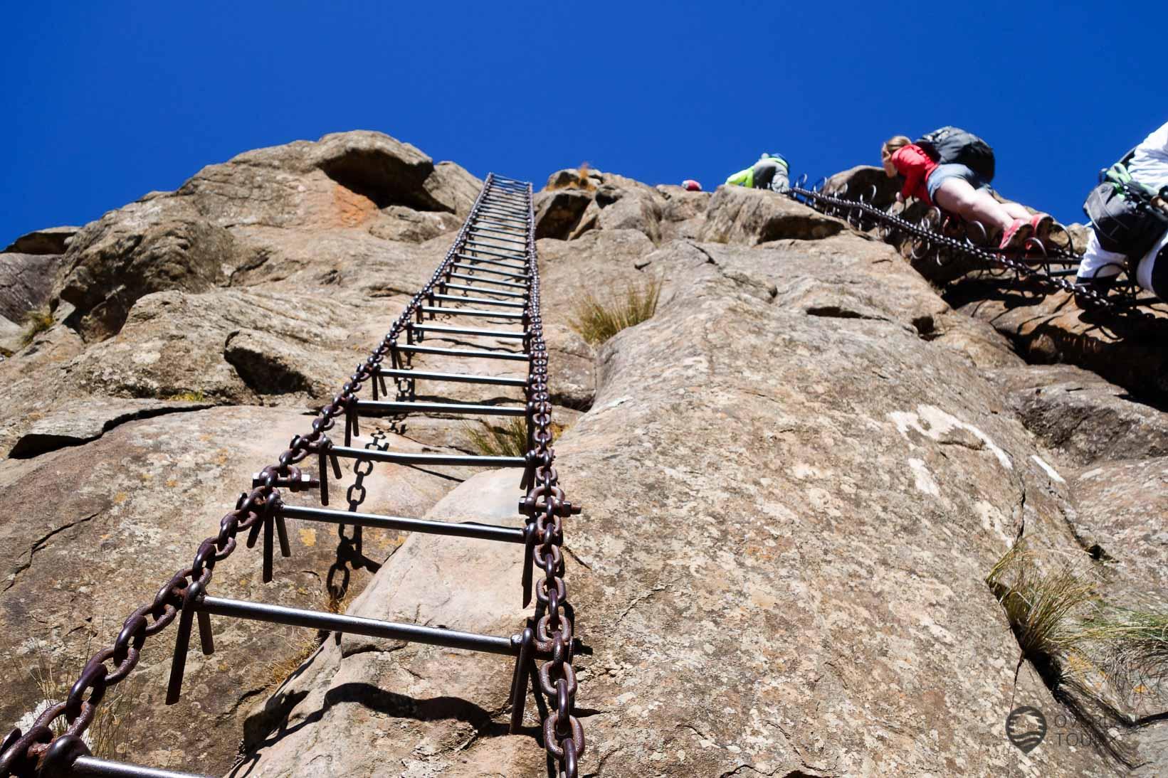 Auf der Spaß-Leiter ist wenig los, aber das macht richtig Spaß an der Wand zu hängen