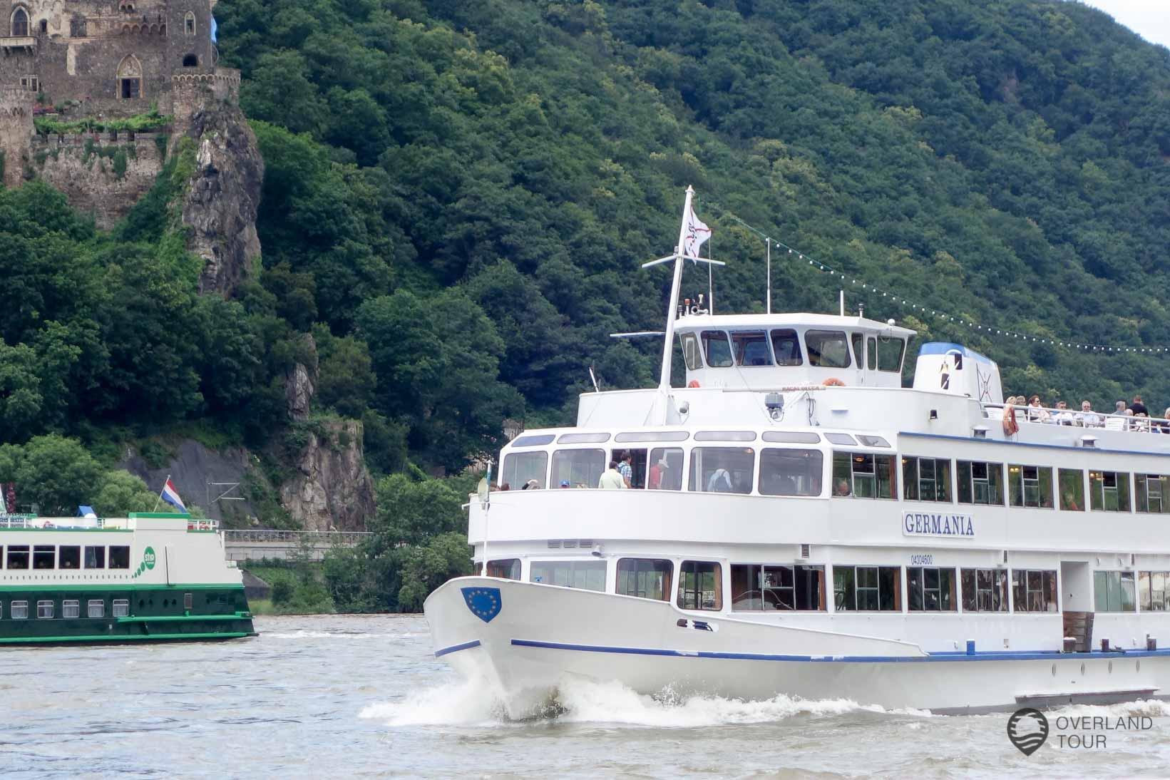Mit dem Schiff auf dem Rhein zwischen Assmanshausen und Bingen