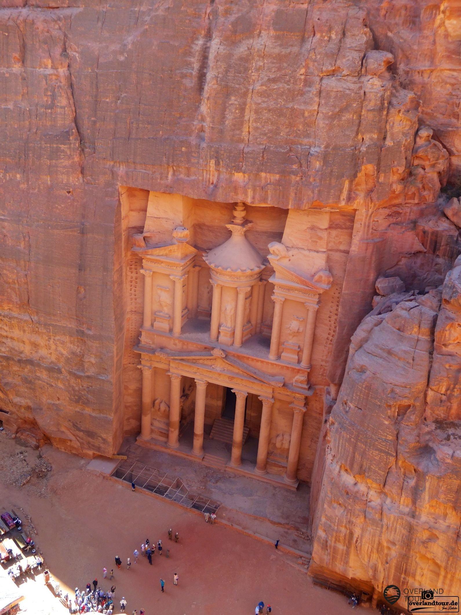 Was für ein Ausblick auf die Schatzkammer von Petra in Jordanien
