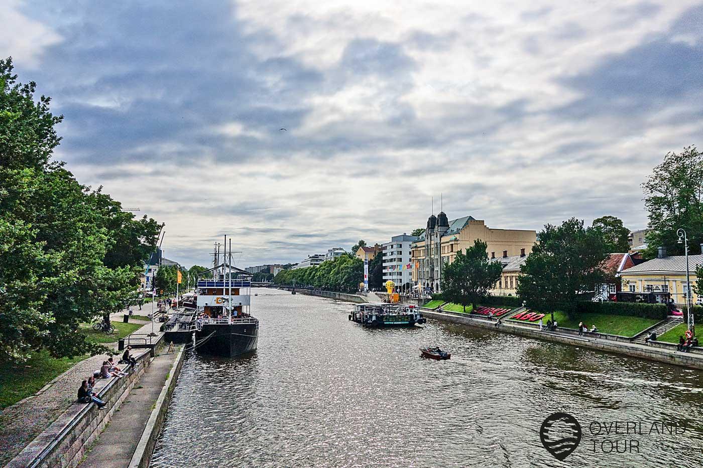 Am Ufer des Fluss Aurajoki