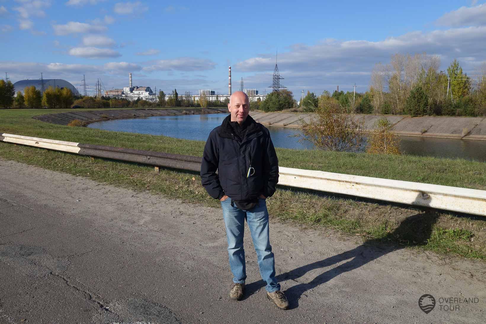 Reaktor 4 von Tschernobyl im Hintergrund