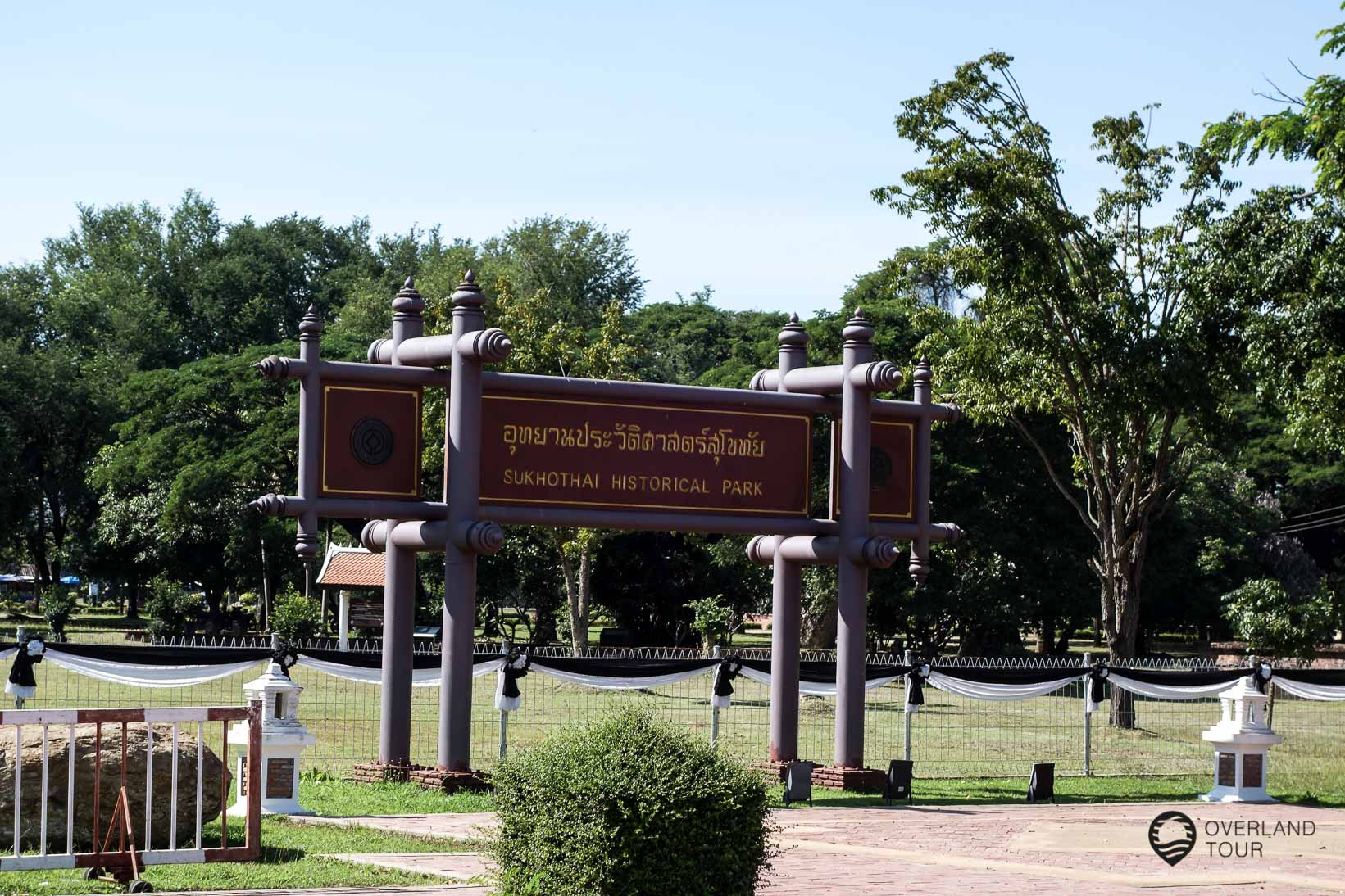 Eingang zum Park an der Seite zu Neu Sukhothai