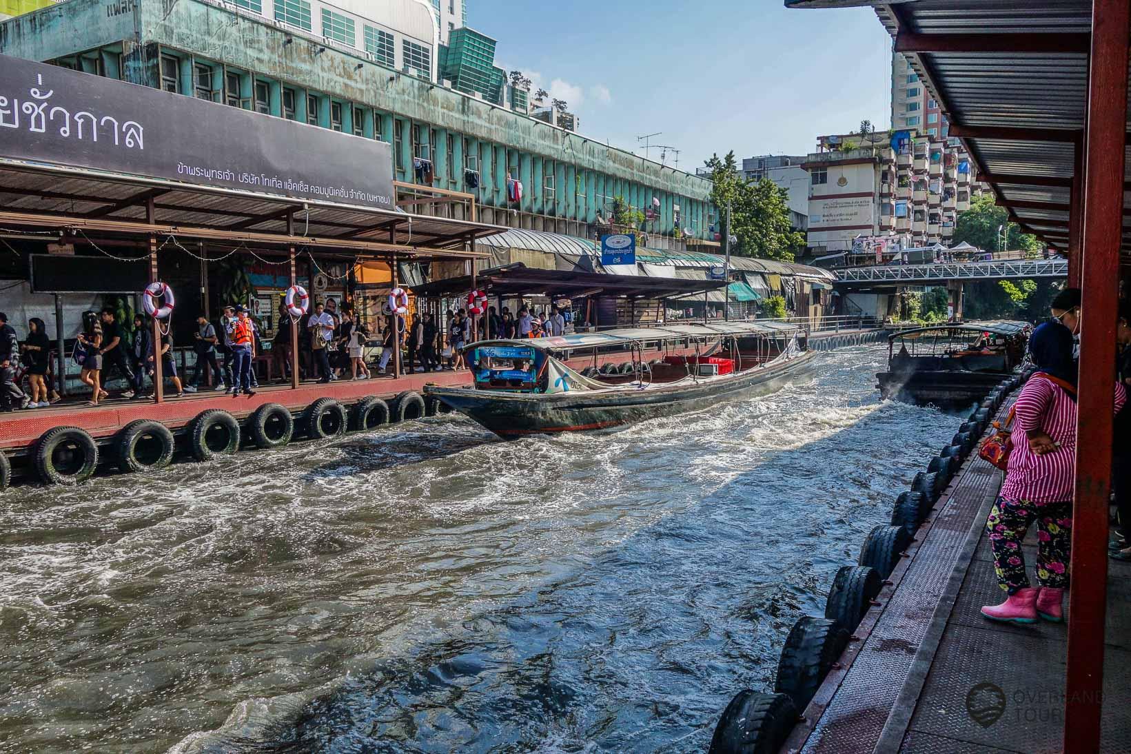 Viel Betrieb am Saphan Hua Chang Pier