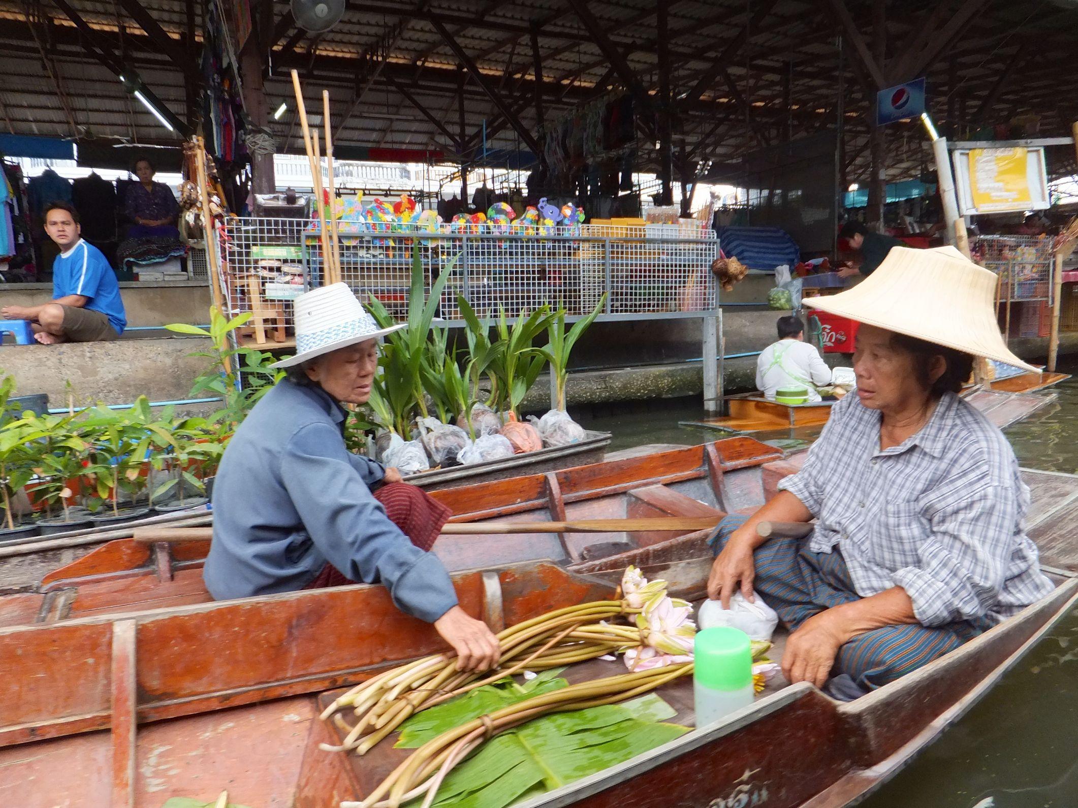 Hier noch ein paar Marktfrauen auf Damneon Saduak Market