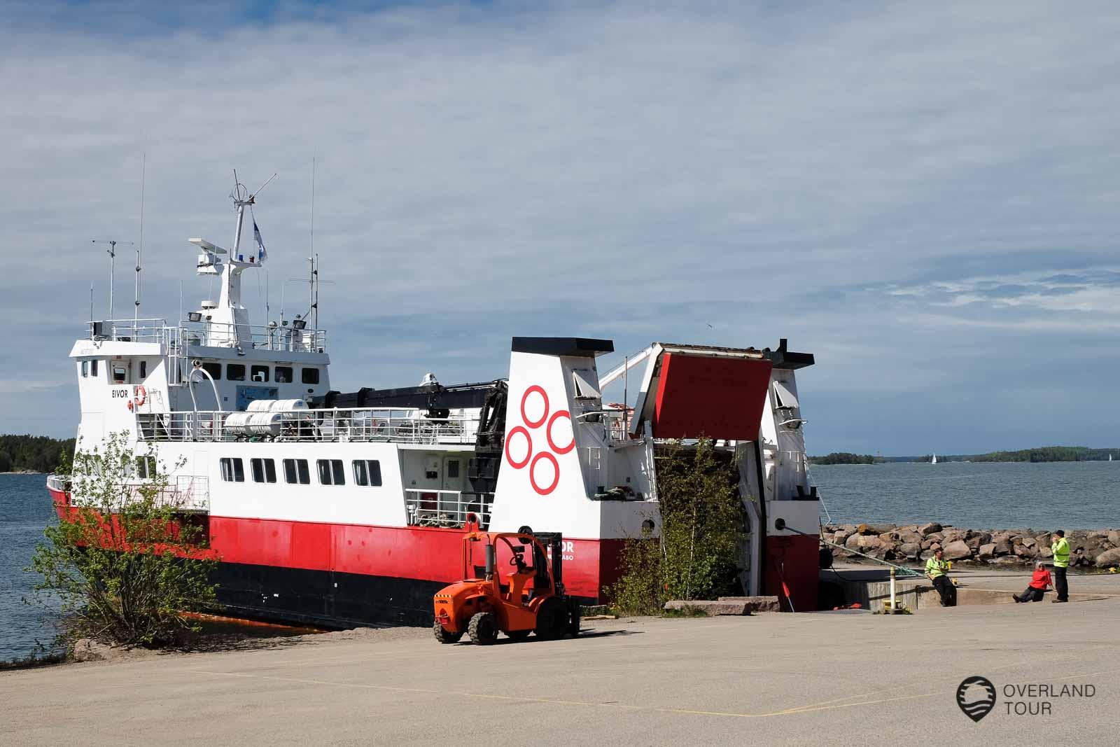 Mit der M/S Eivor von der Fähranlegestelle Pärnäs (Nagu) geht es auf die Inseln Jurmo und Utö
