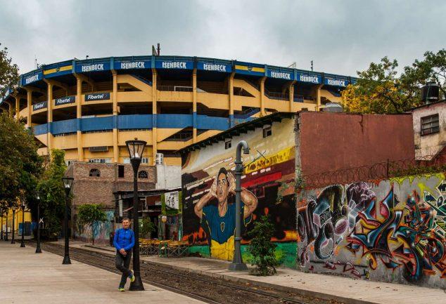 """Abseits der Touristen in La Boca vor dem Stadion """"La Bombonera"""""""