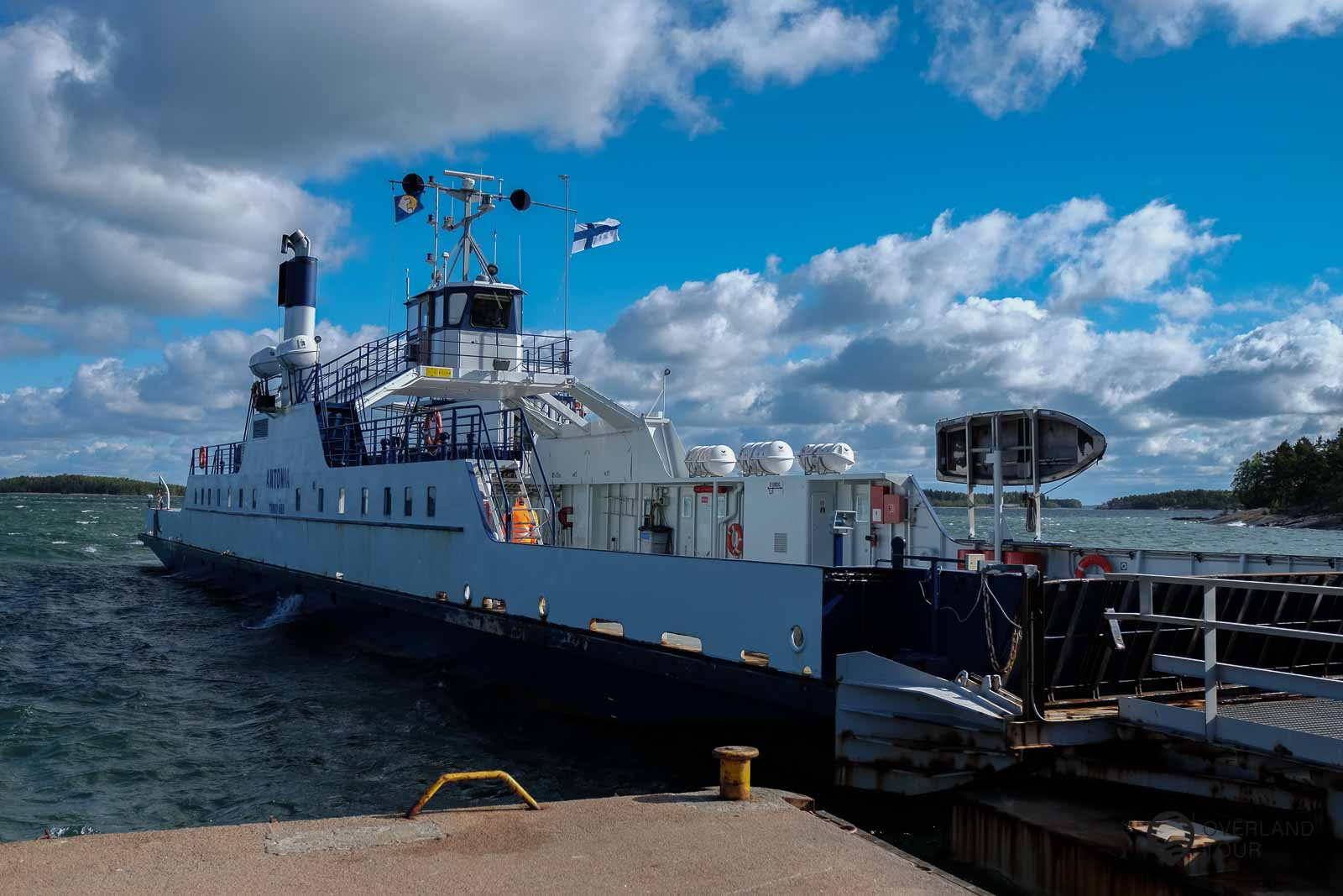 The ferry from Houtskär (ferrypier Mossala) - Iniö (ferrypierdalen) is only open during the summer and closes the Archipelago Trail