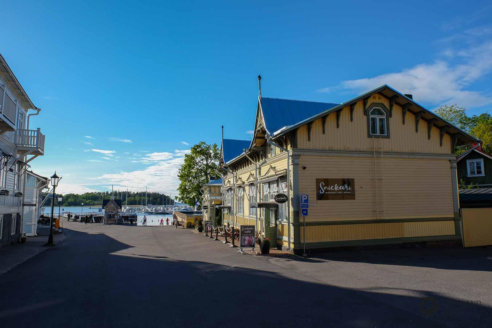 Naantali hat eine wundervolle Altstadt mit alten Holzhäusern und einem netten Hafen