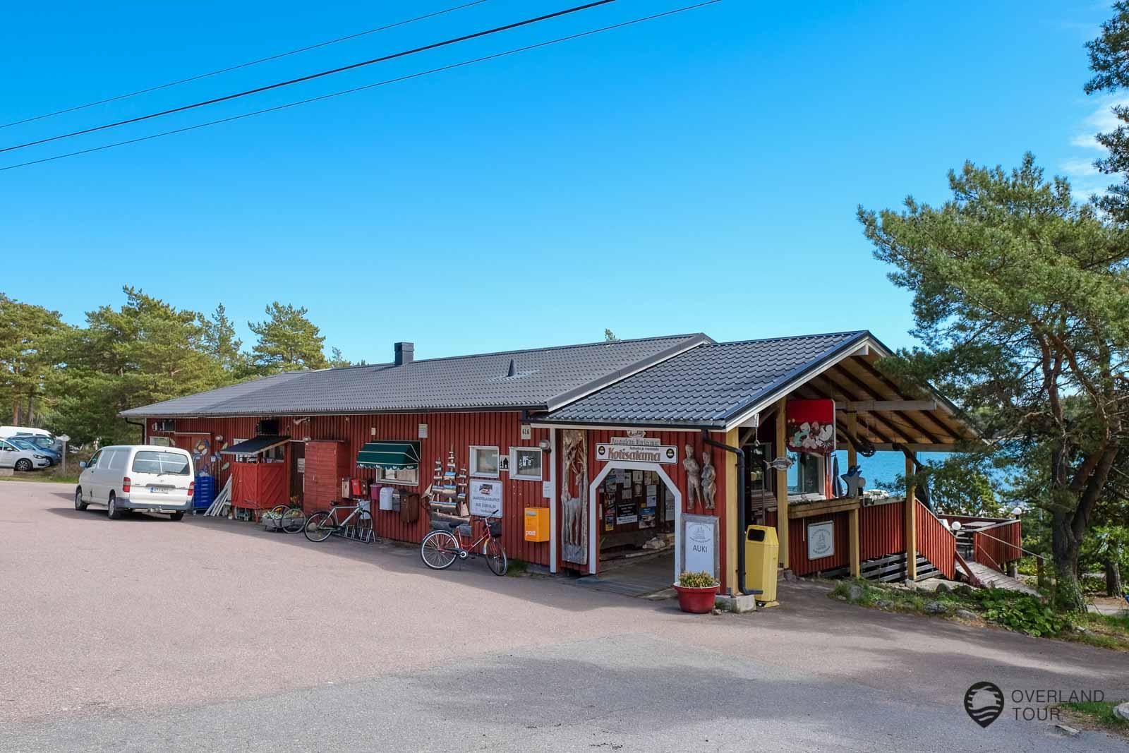 Auf Vartsala kann man schön einen Tag mit dem Fahrrad fahren. Lunchtime im Vuosnainen Meriasema Restaurant