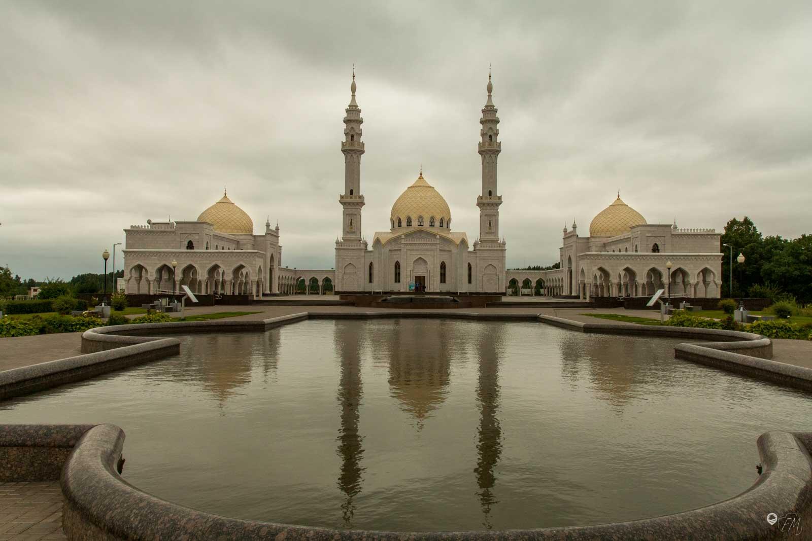 Die wunderschöne weiße Moschee