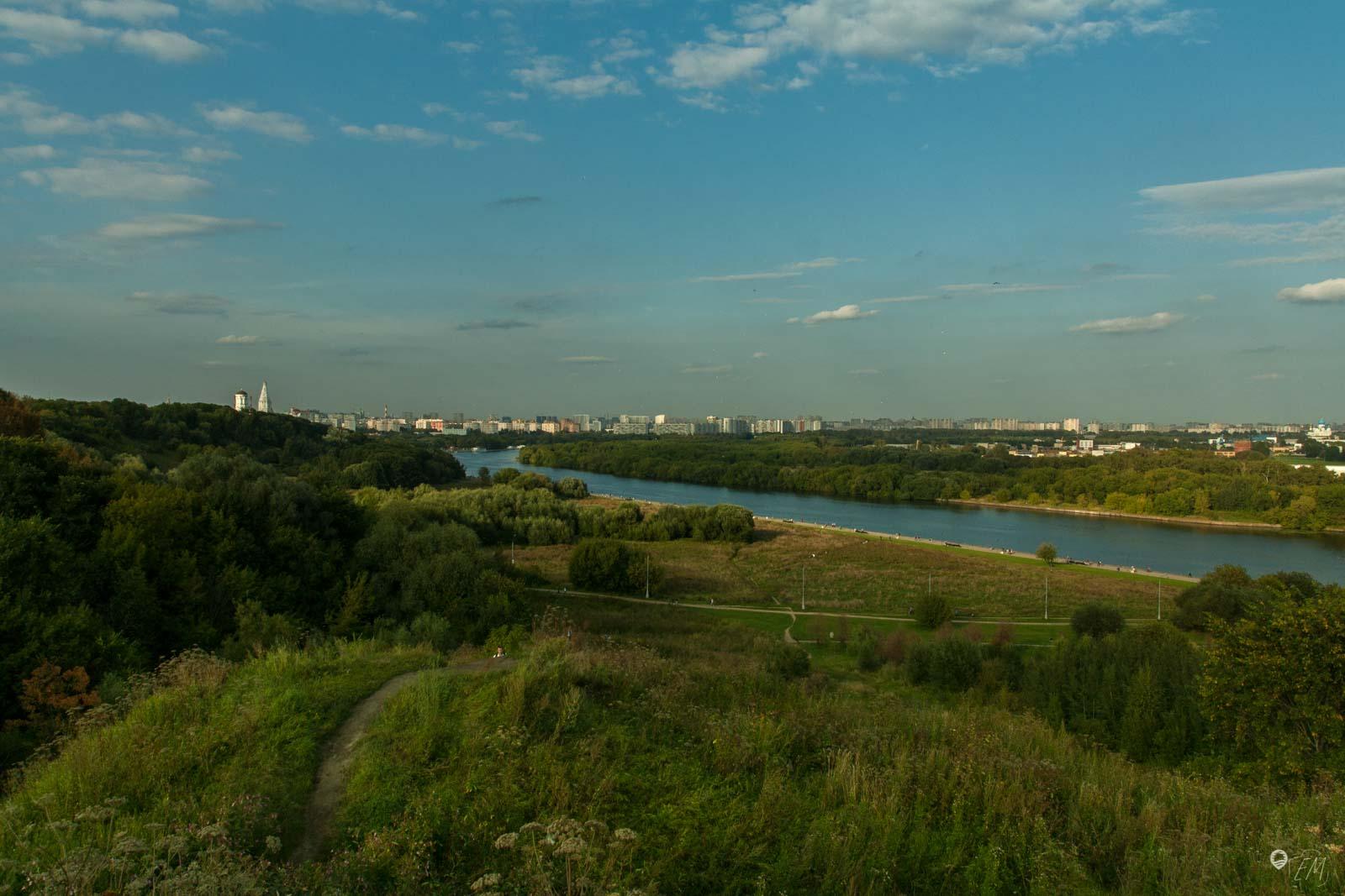 So viel grün mitten in der Stadt - im Kolomenskoje Park kann man die Seele baumeln lassen und dem hektischen Treiben der Stadt entkommen