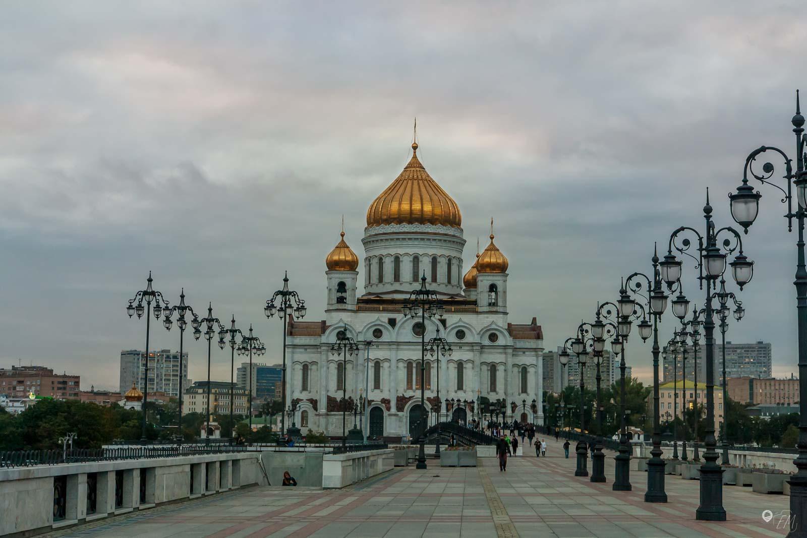 Über die Patriarchenbrücke kannst du diesen wunderbaren Blick auf die Erlöserkirche erhaschen