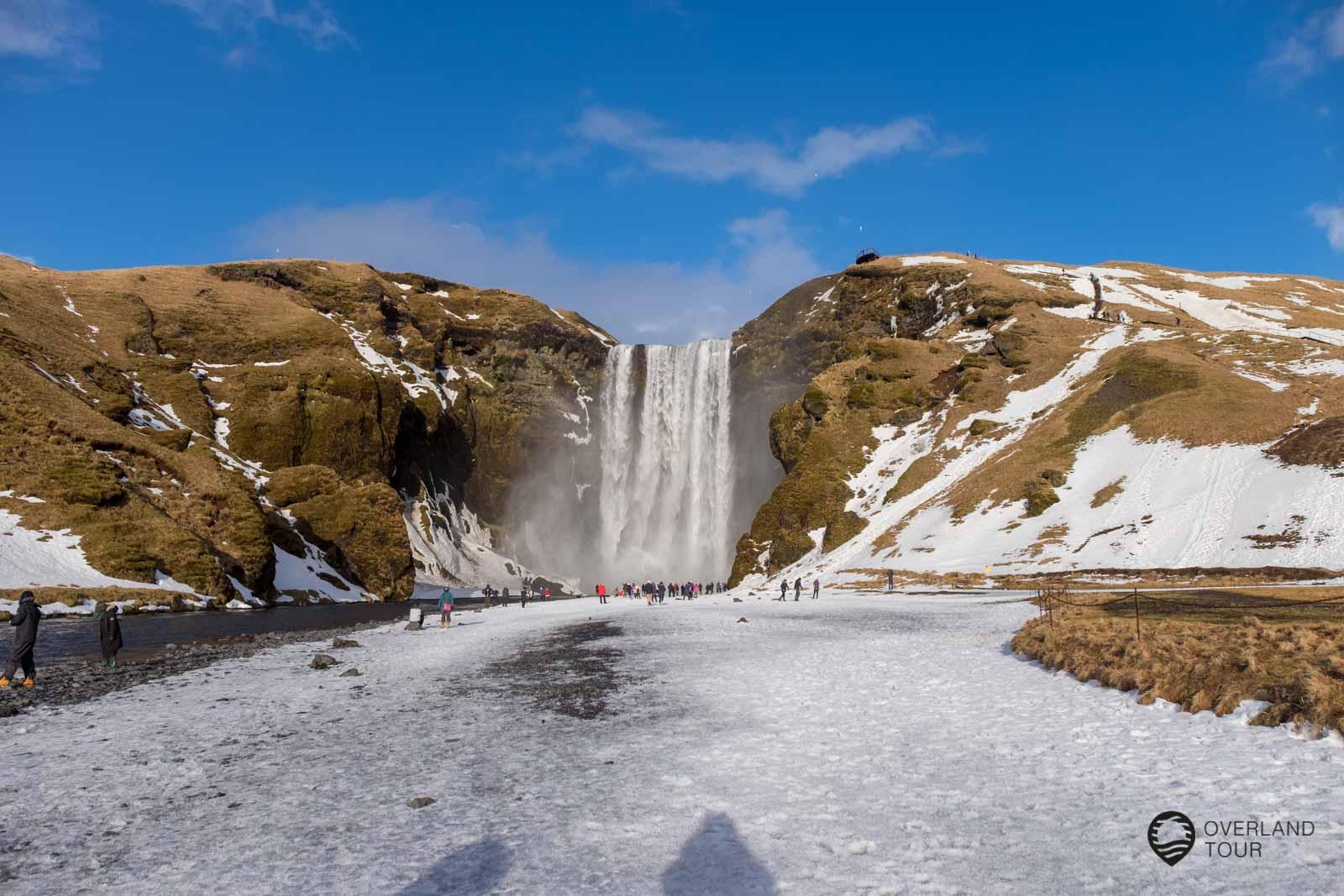 """Eishöhlen Tour Island – Das türkisblaue Winterwunder eines Gletschers<span class=""""badge-status"""" style=""""background:#8daa52"""">Werbung</span>"""