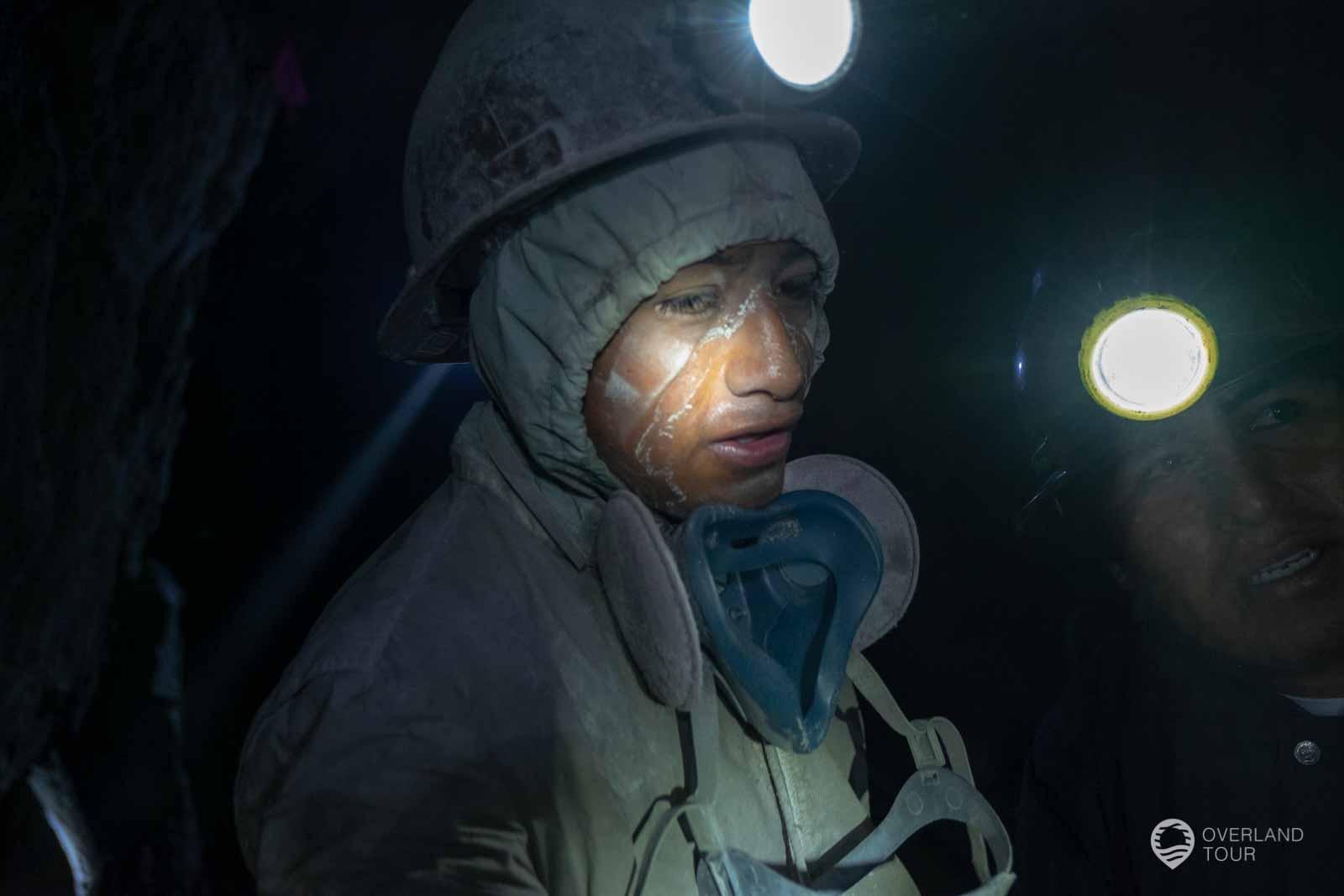 Nach der Sprengung. Dieser Minenarbeiter ist 17 Jahre alt gewesen und man kann die Anstrengungen sehr gut im Gesicht erkennen