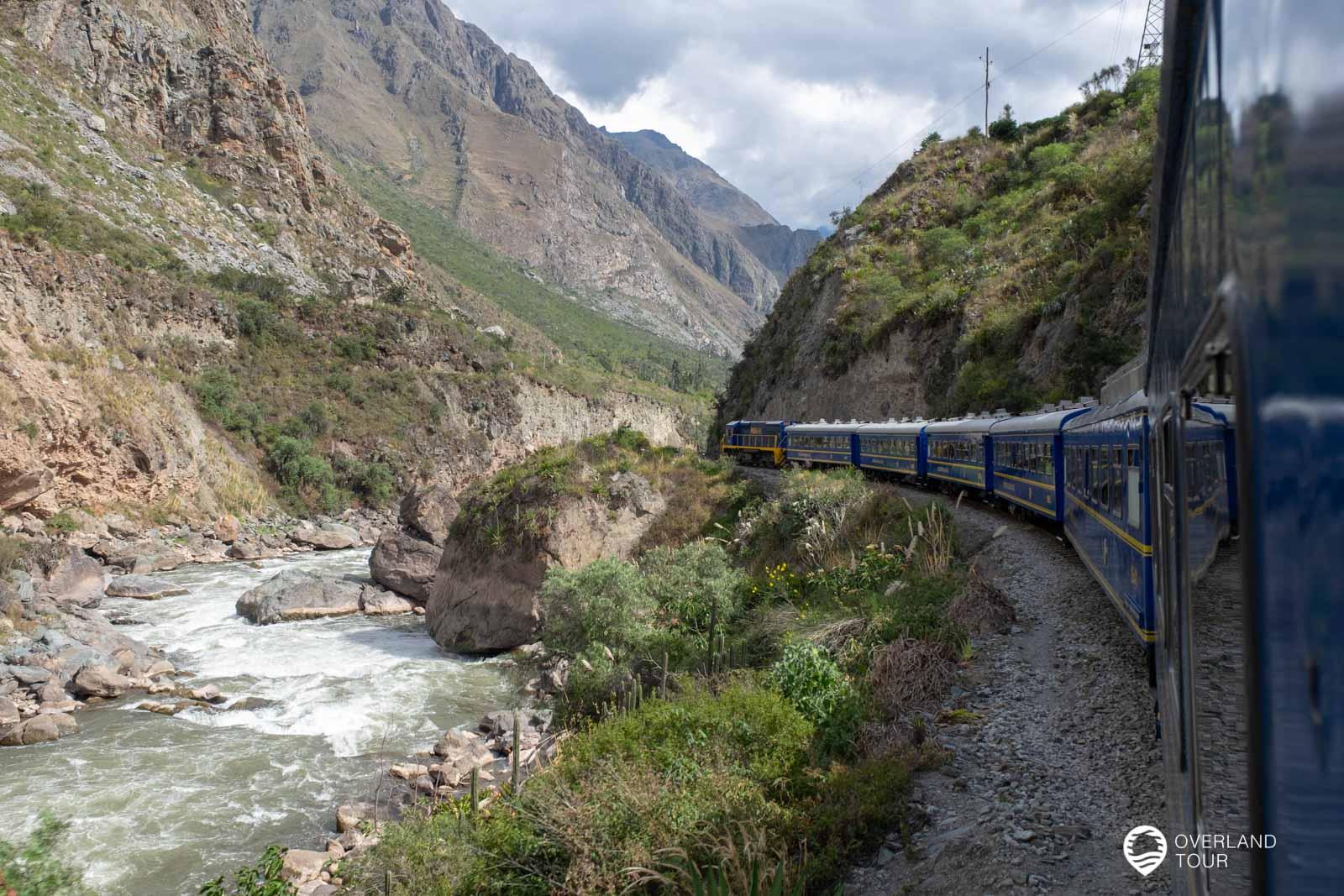 DIe Zugfahrt von Ollantaytambo nach Aguas Caliente