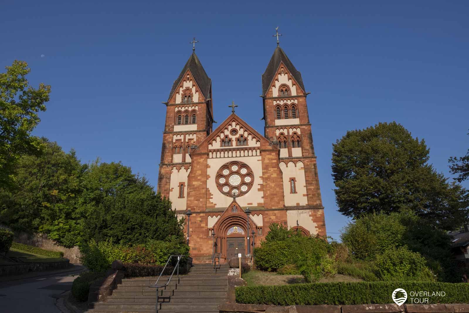 Startpunkt der Tafeltour in Mettlach an der Pfarrkirche St. Lutwinus in Mettlach