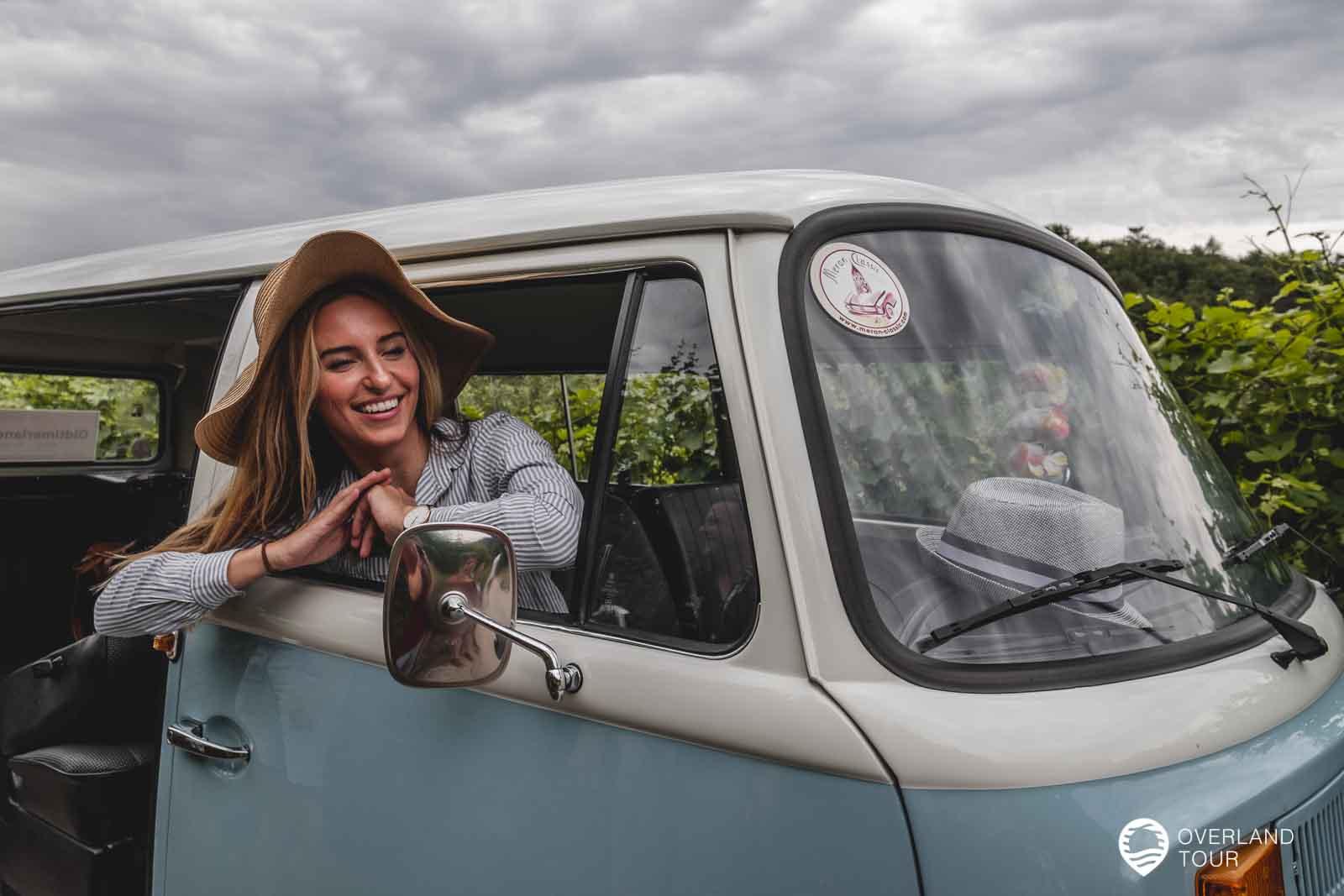 Auf der T2 VW-Bulli Wein-Tour durch die Meraner Weinberge