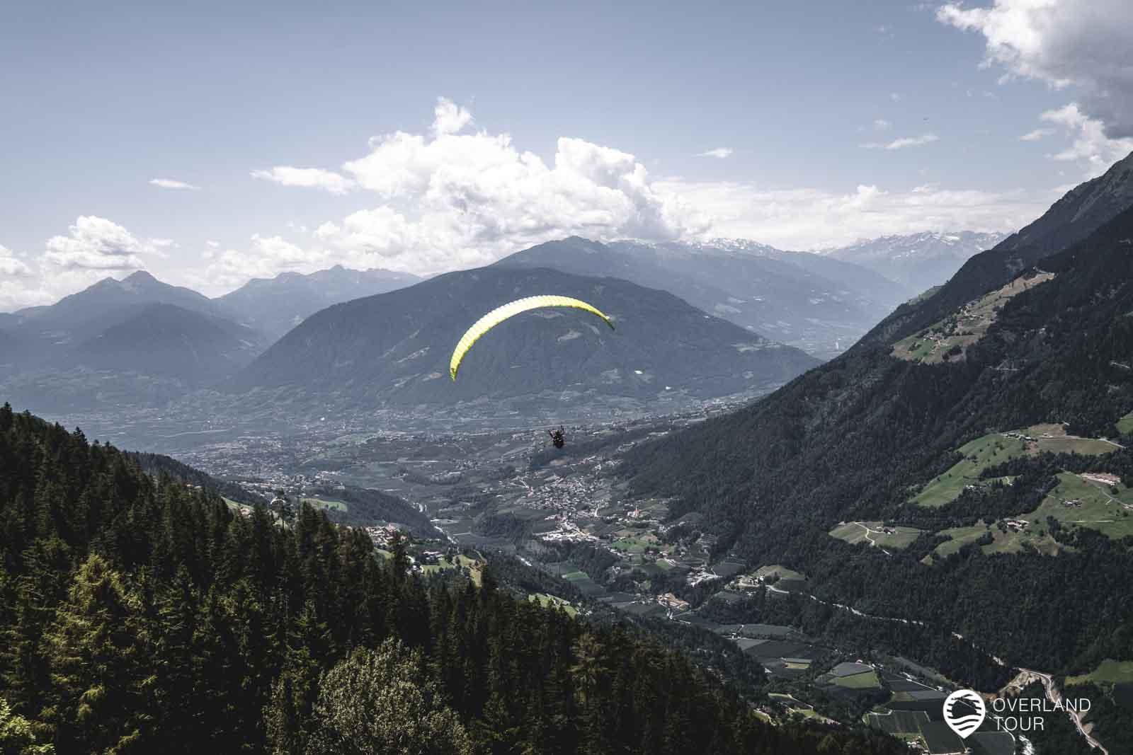 Die Paraglider starten neben der Mountain Lodge Prennanger an der an der Mittelstation der Hirzer Seilbahn