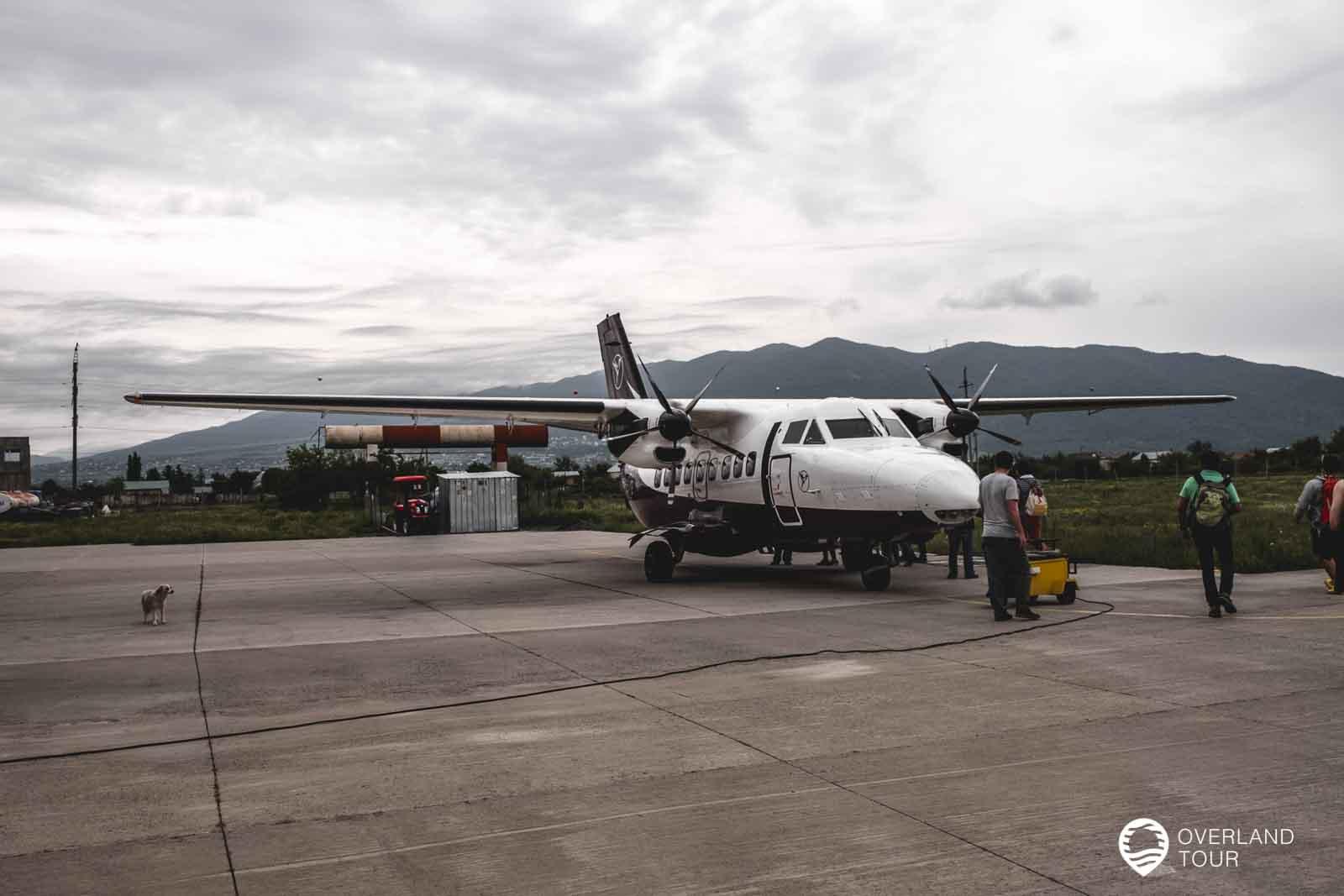 Der Flugplatz Natakhtari bei Tiflis von wo es mit Dem Flugzeu nach Mestia geht