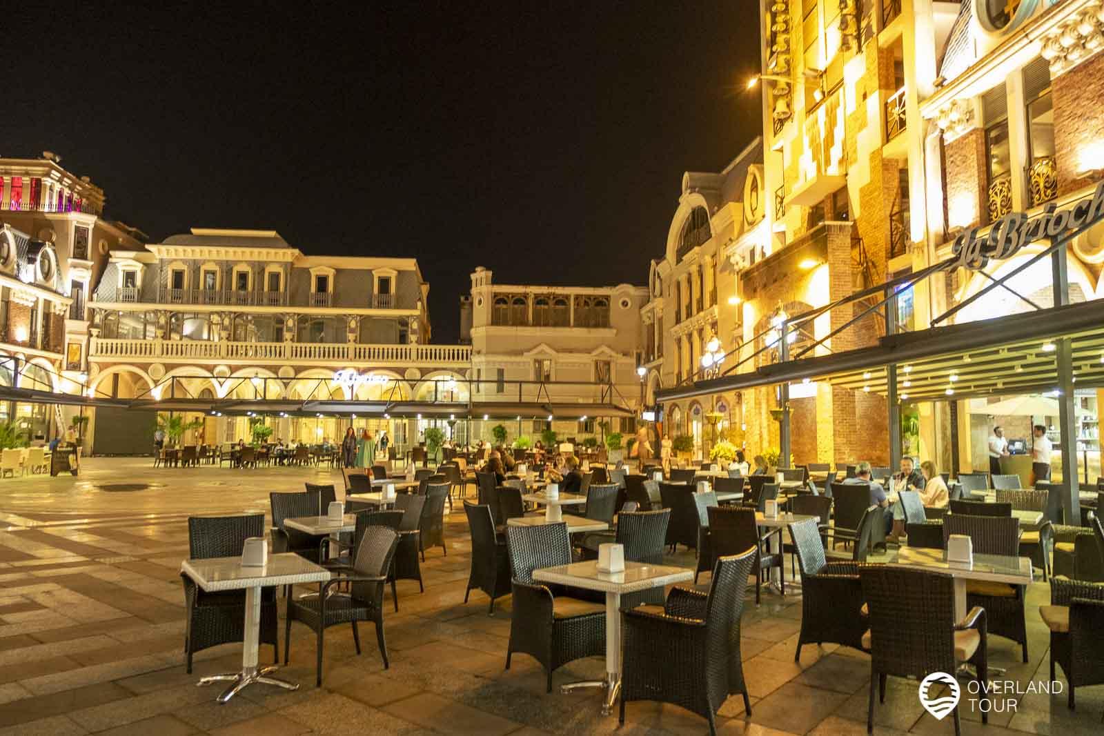 Der Piazza Square bei Nacht