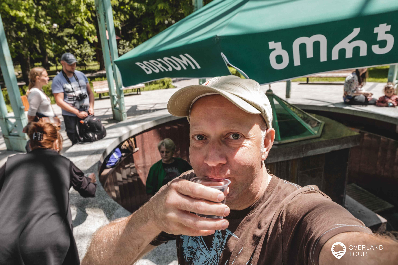 An der Quelle des Borjomi Mineralwassers - Prost