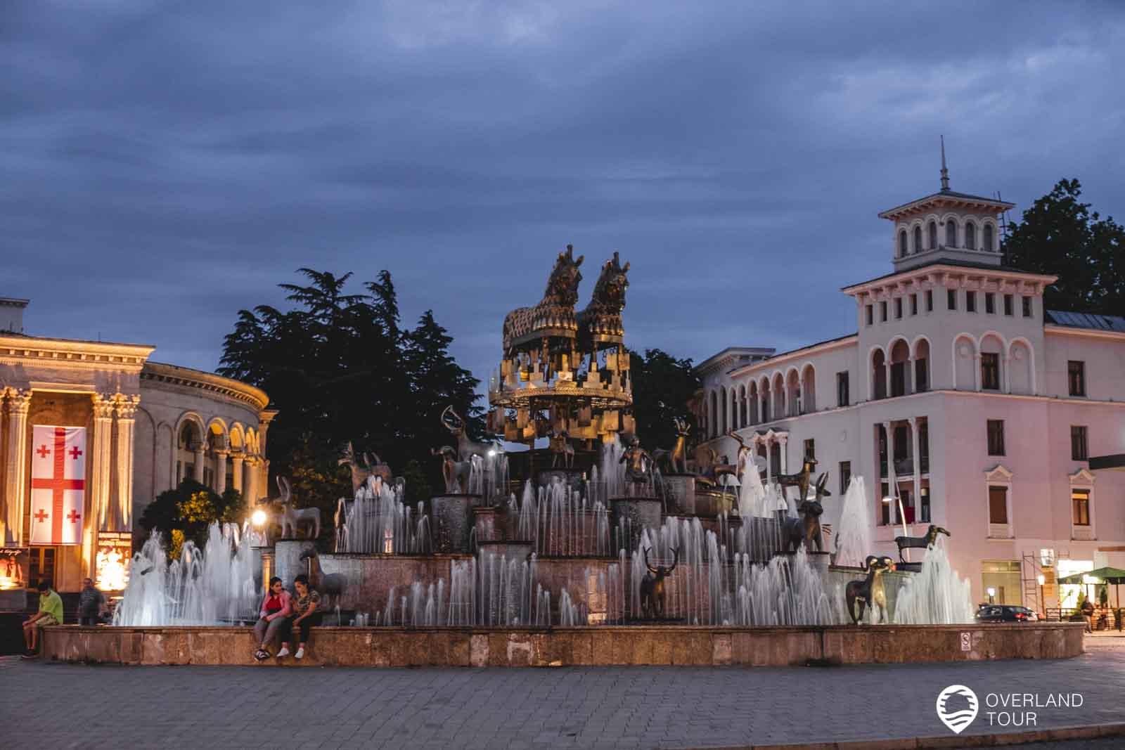 Colchis Springbrunnen von Kutaisi am Abend
