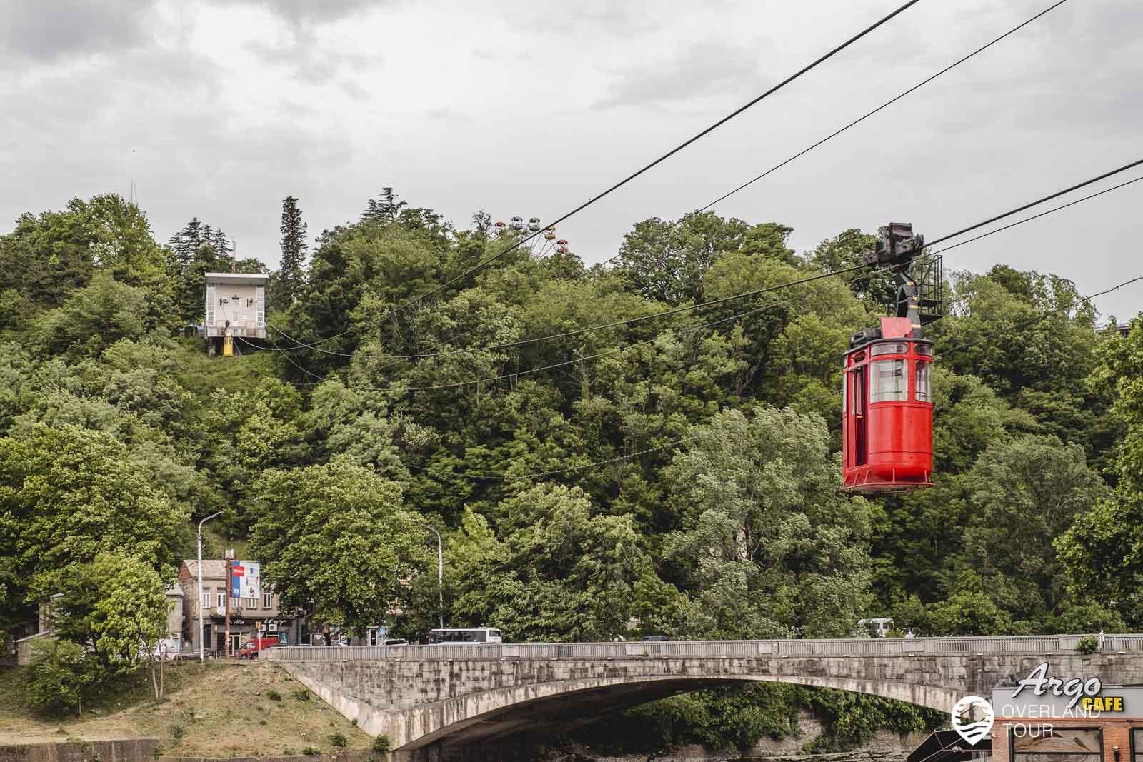 Die alte Seilbahn von Kutaisi, die hoch zum Besik Gabashvili Park fährt