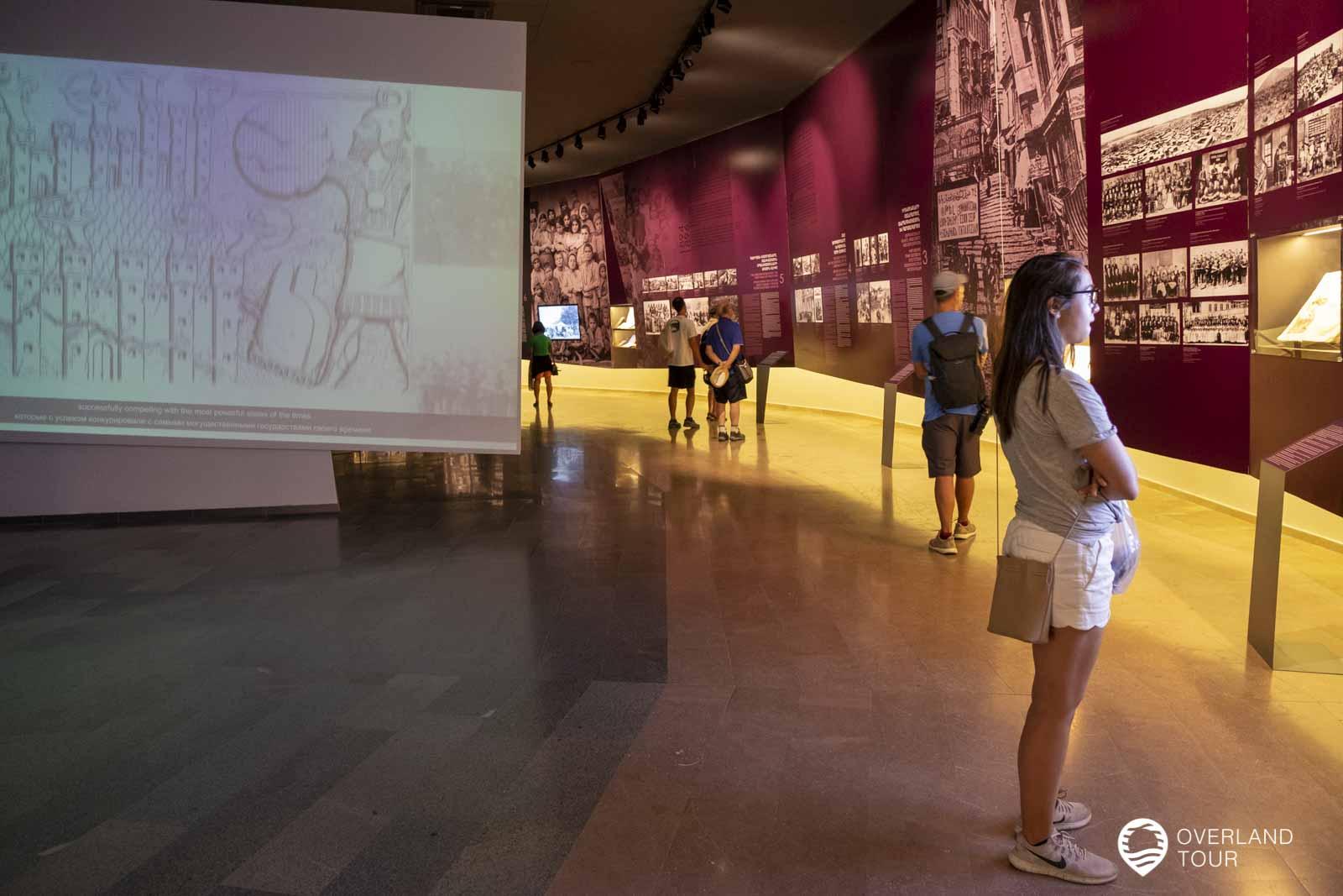DIe Austellung durch das Genozid Museum in Jerewan