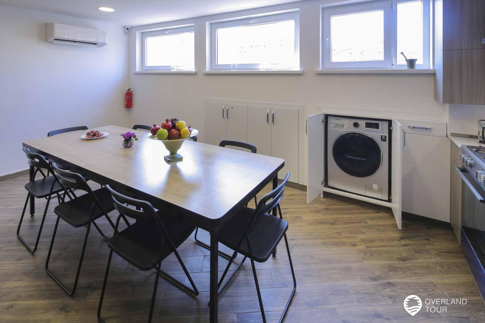 In der Küche steht auch eingebaut die Waschmaschiene, die umsonst benutzt werden kann. Ein echtes Highlight für mich