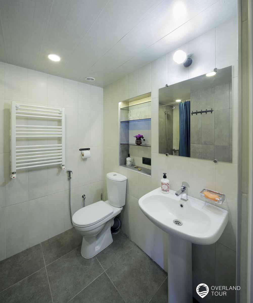 Es gibt zwei Duschen mit WCs die gleich aussehen und immer super sauber waren
