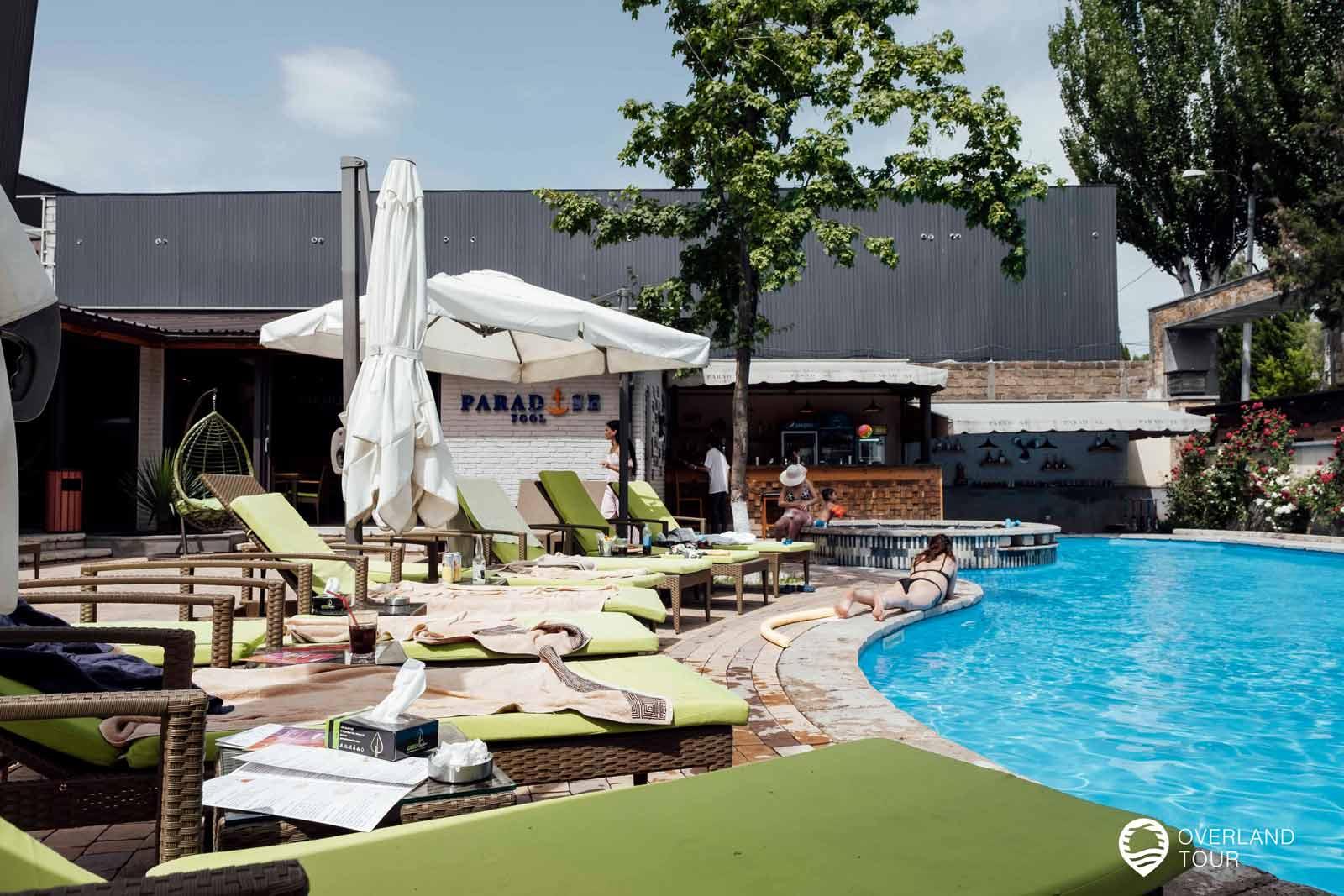 Sehenswürdigkeit Jerewan | Top 11 - Mein Pool-Tipp in Jerewan: Das Paradies Pool hat zwar einen kleinen Pool aber ein super Ambiente