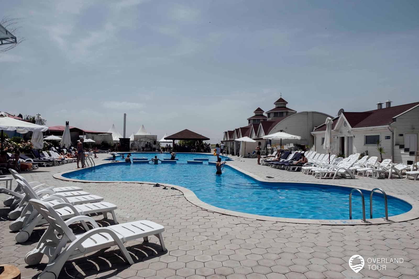 Sehenswürdigkeit Jerewan   Top 11 - Leider trügt der erste Eindruck vom Vahakni Pool and Bar und das Wasser ist viel zu kalt