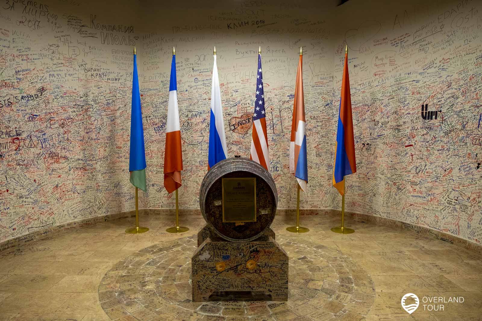 The Peace Barrel Coner - Der einzige Ort in Armenien, an dem die aserbaidschanische Flagge steht