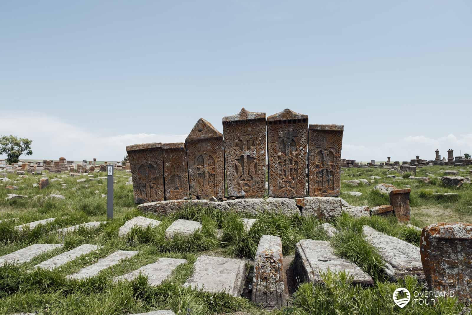 Hier findest du die größte Anzahl von Khachkars (Kreuzsteine) in ganz Armenien
