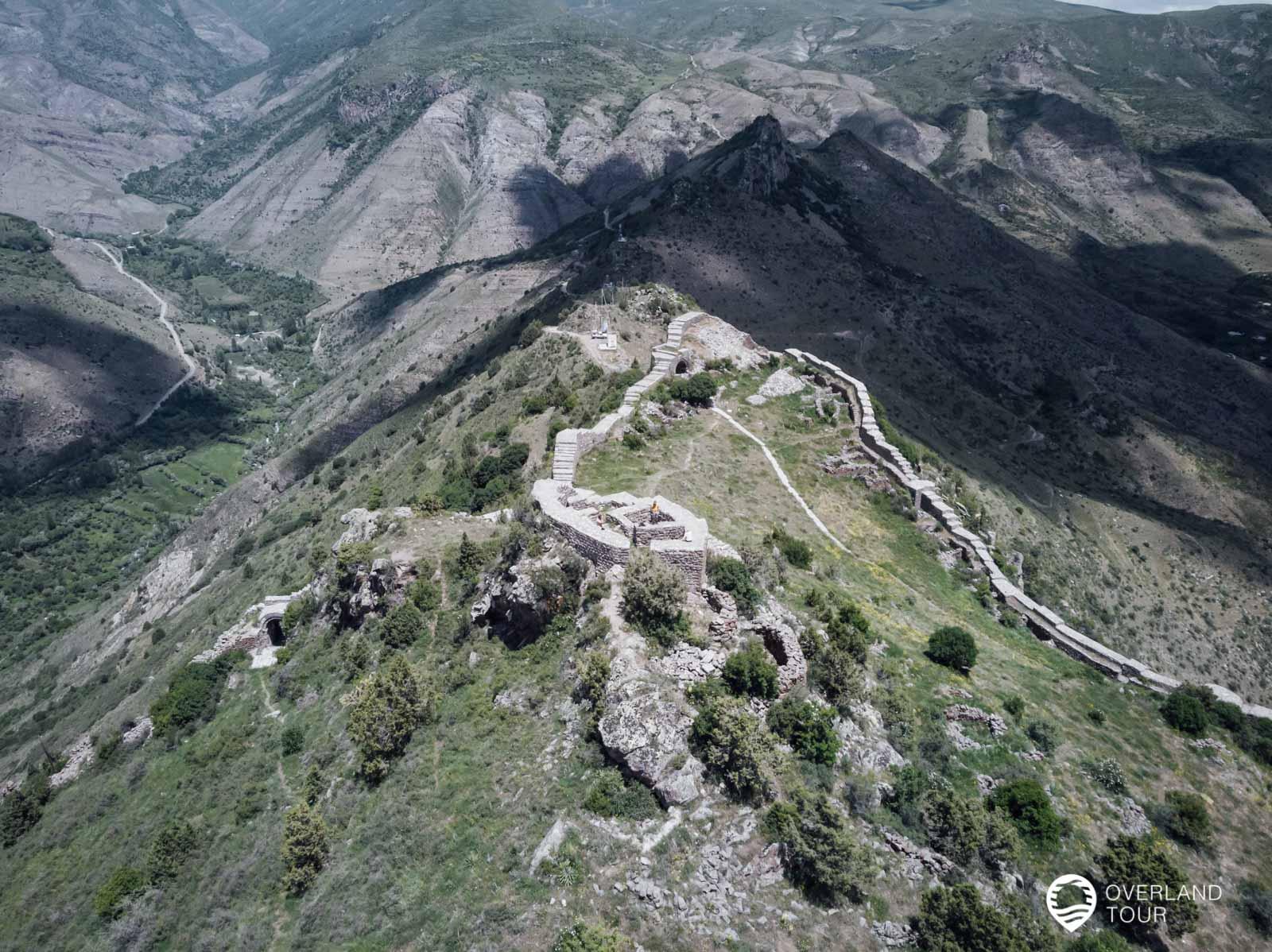 Wanderung zur spektakuläre Festung Smbataberd mit seiner Burg