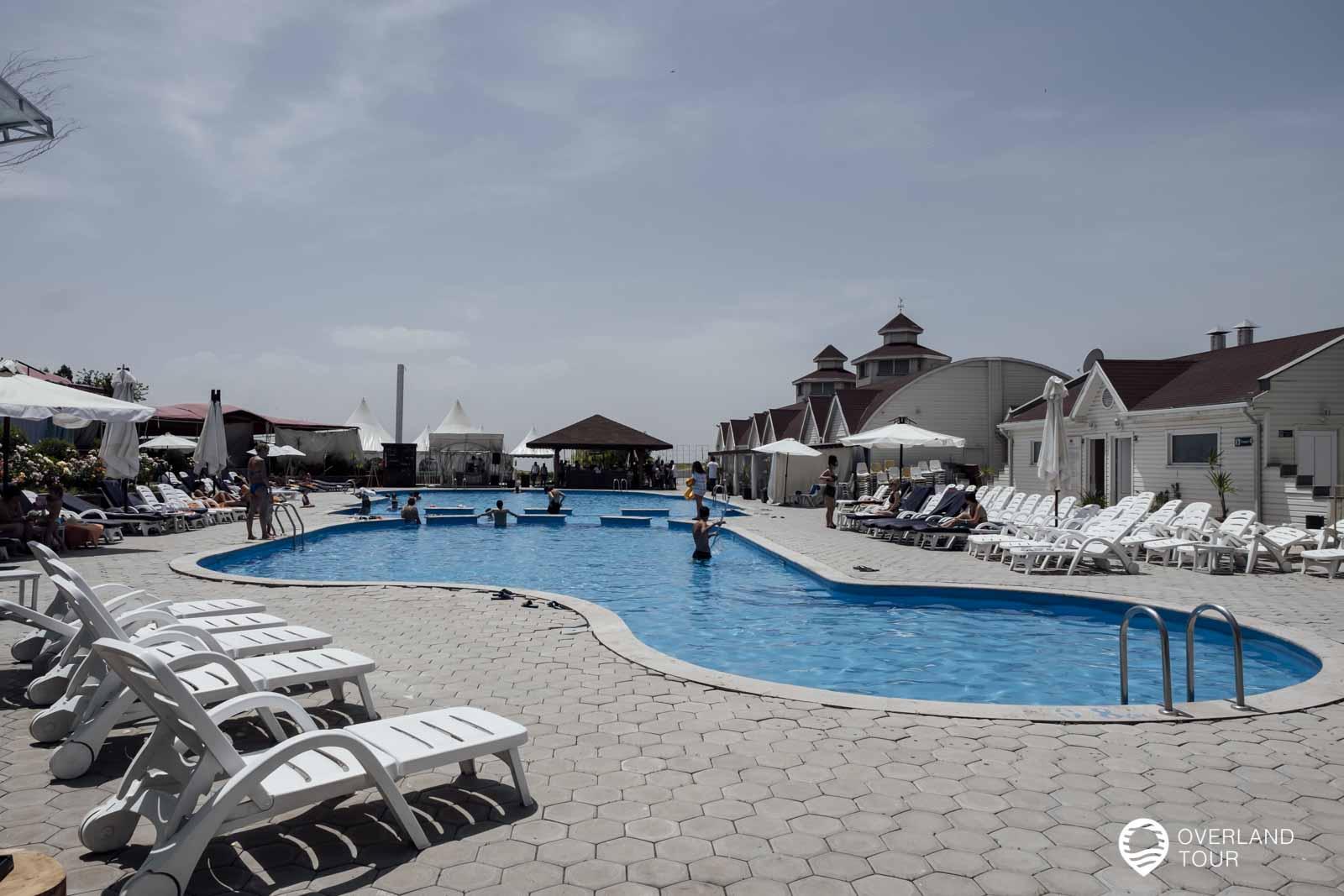 Leider trügt der erste Eindruck vom Vahakni Pool and Bar und das Wasser ist viel zu kalt