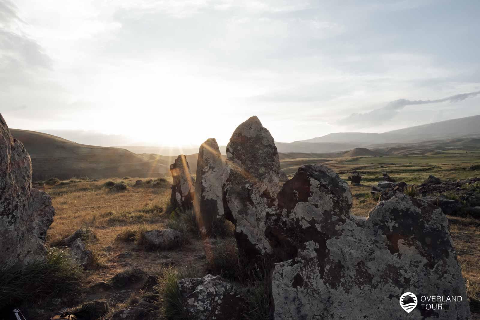 Beim Gräberfeld Zorakarer könnte es sich aber auch um ein prähistorisches Sonnen-, Mond- und Stern-Observatorium handeln