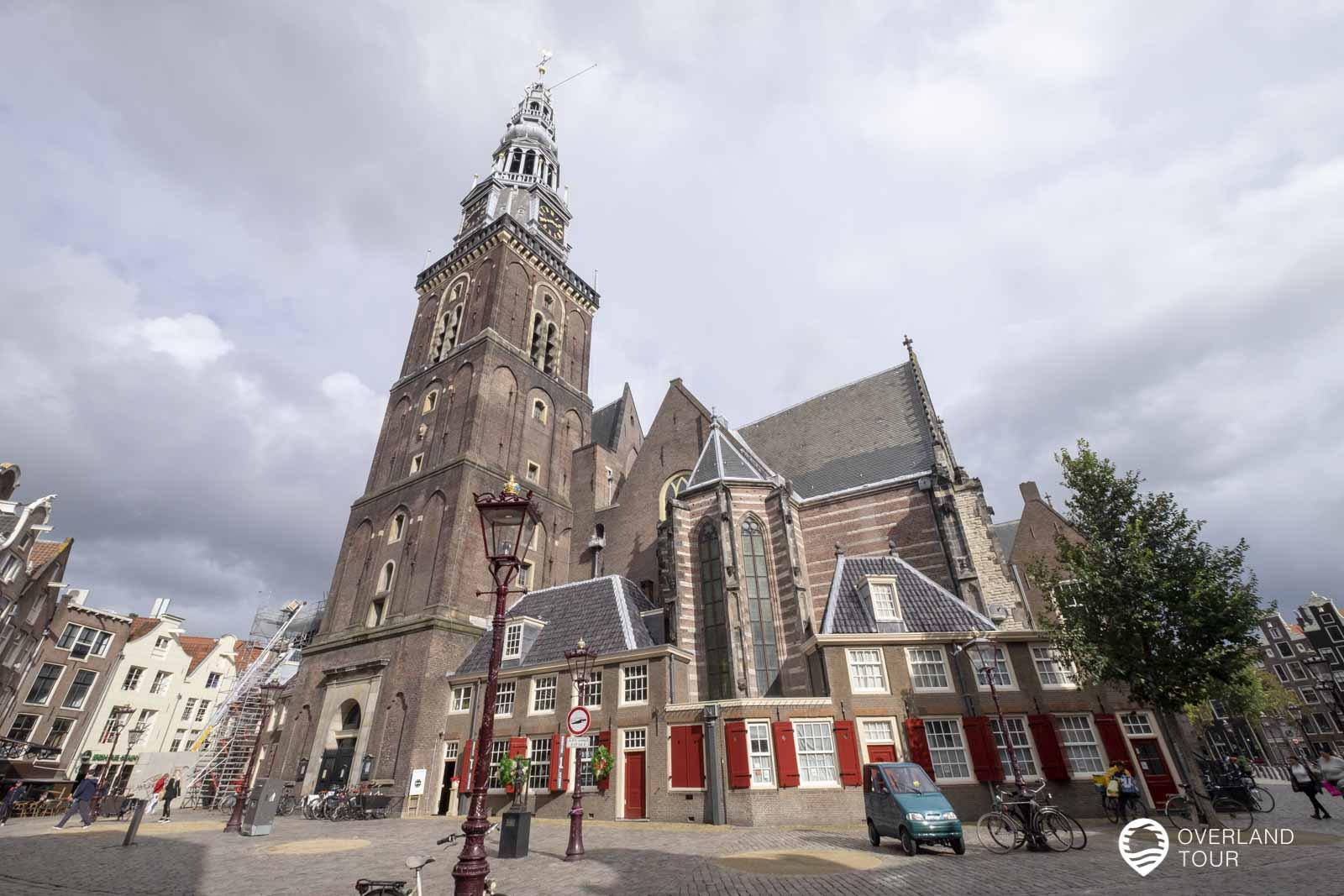 Oude Kerk – Die alte Kirche von Amsterdam