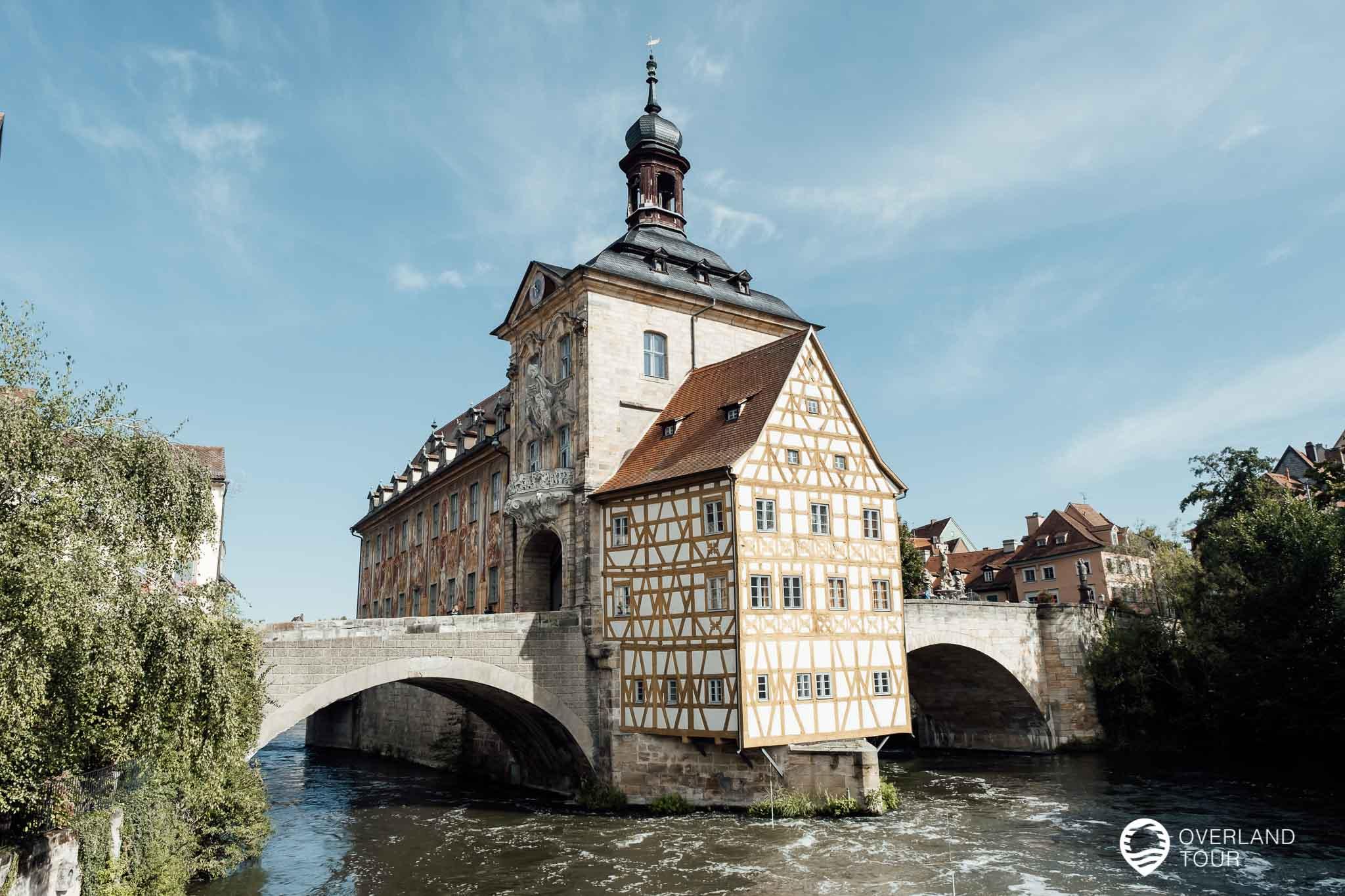 Vom Geyerswörthsteg aus fotografiert - der beste Fotoplatz für das Alte Rathaus von Bamberg