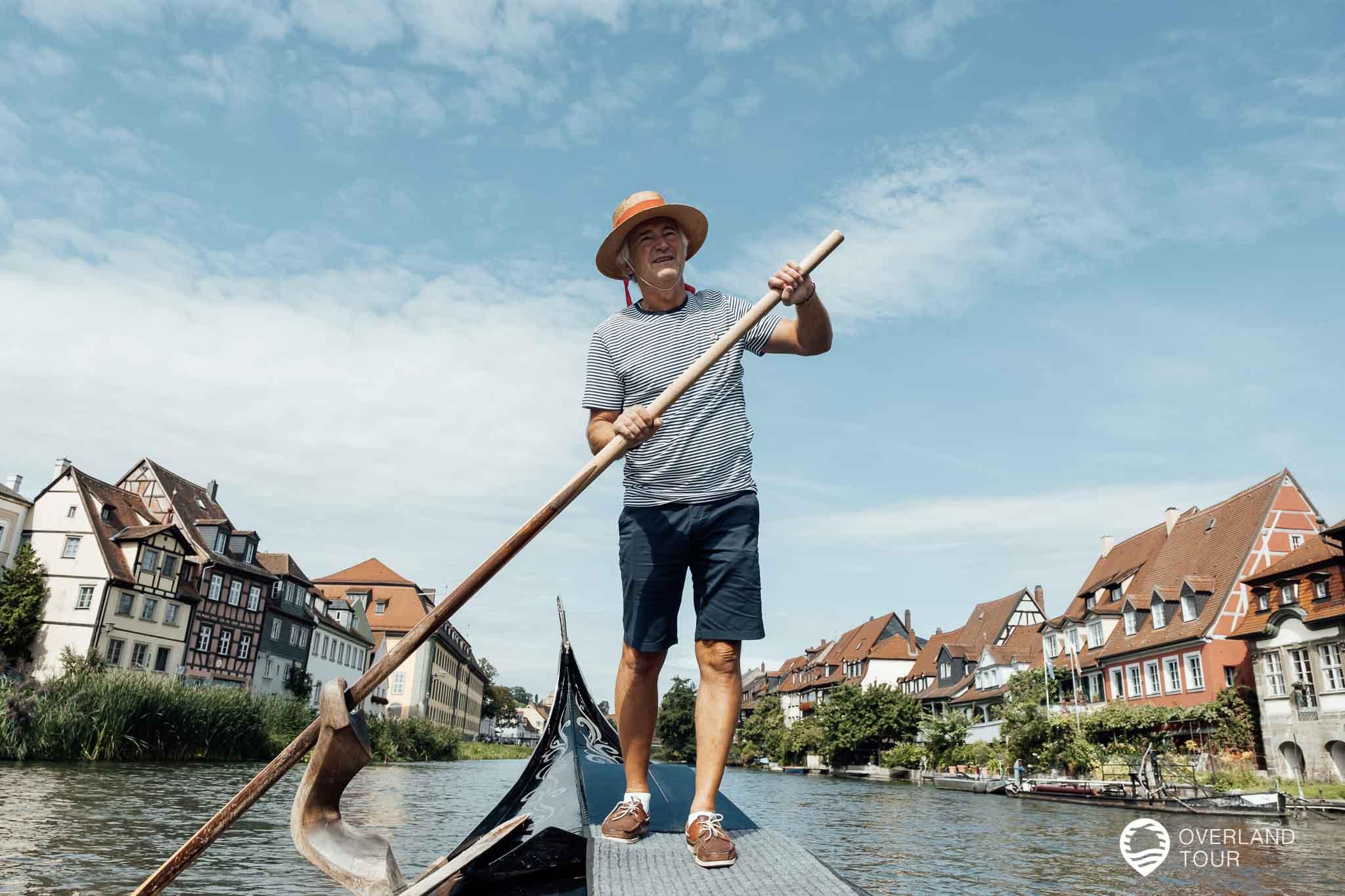 """Der Bamberger Gondolieri """"Luigi"""", alias Jürgen Riegel, fährt mich sicher durch Klein Venedig auf der Regnitz"""